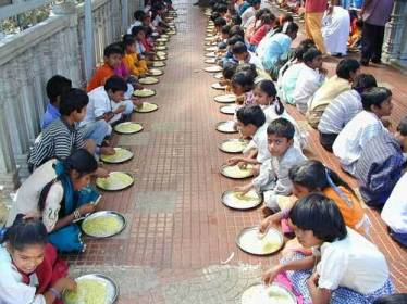 The Akshaya Patra Foundation in Hindi Children Eating