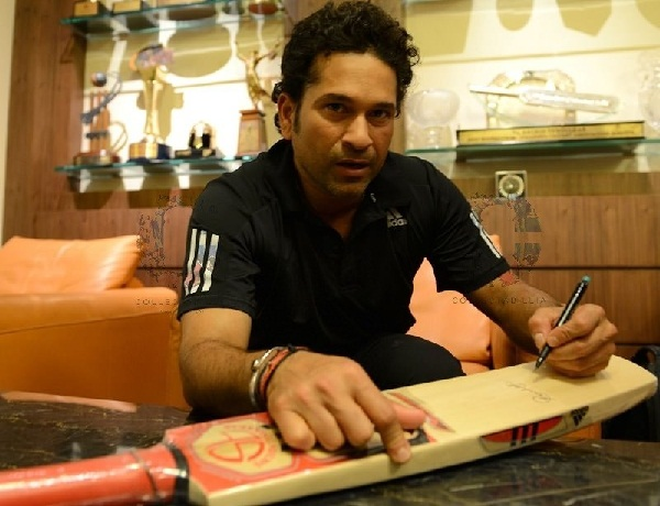 Sachin Left hand writing